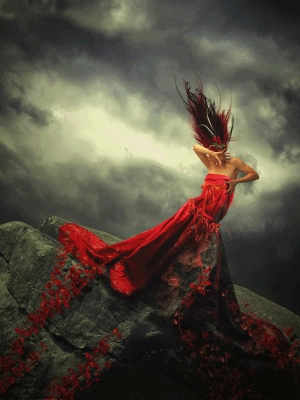 Photo de femme en robe rouge