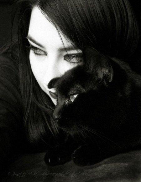 Chica de negro con pantimedias negras - 2 part 1